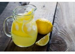柠檬汽水摄影图片