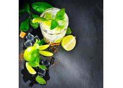 柠檬水和杯子