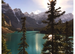 雪山湖水风光