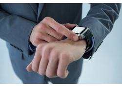 戴手表的商务男人