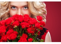 玫瑰花束與美女