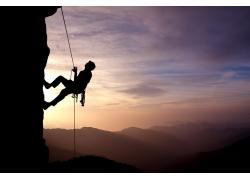 攀岩的人物剪影