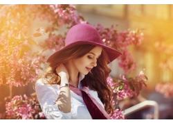 戴帽子的美丽女人