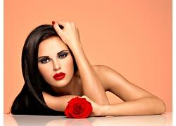 玫瑰花與紅唇美女