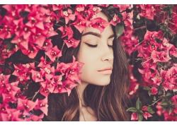 鲜花长发美丽女人