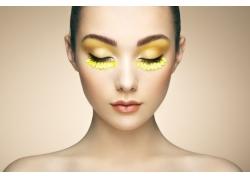 金色眼妆美女