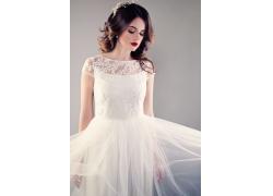 穿婚纱的美丽女人