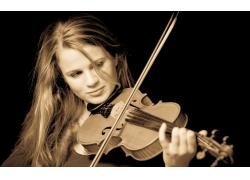 提小提琴的美女壁纸