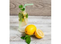 柠檬与柠檬水