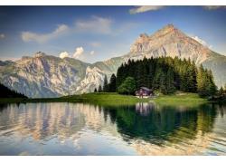 湖水小屋树林风光