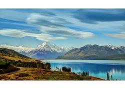 雪山湖水大山