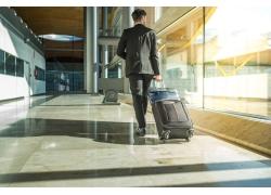 机场商务男人
