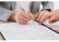 签合同商务男人
