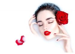 红玫瑰牛奶美女