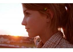人,黑发,妇女,日落,户外的女人,轮廓,面对,微笑,格子衬衫10739