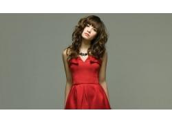 人,黛米洛瓦托,红色礼服,黑发,棕色的眼睛,卷发,项链,连衣裙,灰色