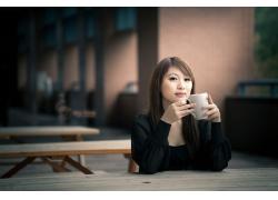 人,亚洲,杯子,妇女,看着观众,坐在,黑发,棕色的眼睛35299