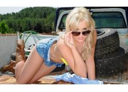 人,妇女,汽车,金发,戴眼镜的妇女,模型,牛仔裤,汽车的妇女5245