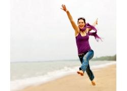 人,妇女,跳跃,户外的女人,牛仔裤,海滩29549