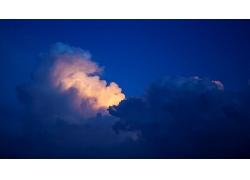 黄昏的云朵