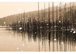湖水雪花大山