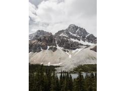 雪山湖水森林