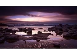 湖泊岩石石头岸边夜晚天气风景景观风光照片