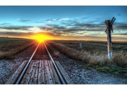 晚霞铁路铁道草地风景风光景观照片