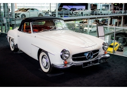 白色复古老爷车老旧汽车小轿车高清图片
