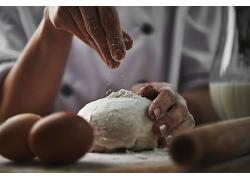 小麦面粉揉粉揉面团天然美食食品白色粉末海报背景高清图片
