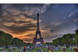 美丽优美法国巴黎铁塔树木草地自然景观风景高清图片