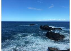 蓝天白云清澈蓝色海水天空大海沙滩海上浪花景观风景高清图片