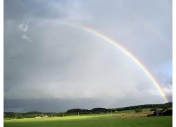美丽优美雨后彩虹大草地彩虹景观风景高清图片