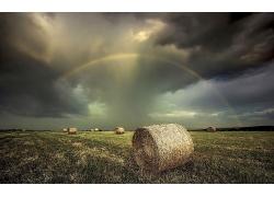 美丽优美大草地杂草地圆筒草席草原彩虹景观风景高清图片