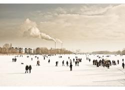 冷色柏林廣場德國人人群熙熙囔囔人群城市景觀高清圖片