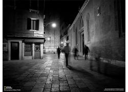 城市夜晚黑白圖