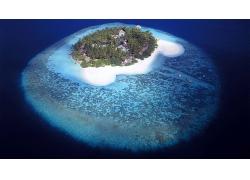 优美美丽大海蓝色海上珊瑚礁景观美景高清图片