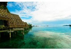 优美美丽海滩大海度假村茅草屋海边建筑景观美景高清图片