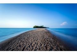 优美美丽万里无云沙滩海滩小岛景观海边美景高清图片