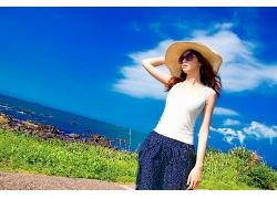 戴着帽子的时尚阳光气质女生