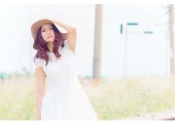 戴帽子的白裙唯美文艺气质女生