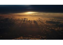 大气层与被遮挡的太阳光