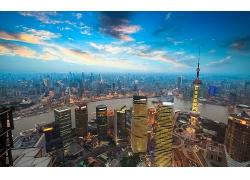 繁華的上海現代大都市夕陽