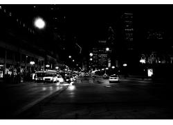 昏暗的城市交通道路