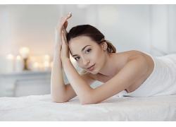 享受按摩美容美體SPA的女性